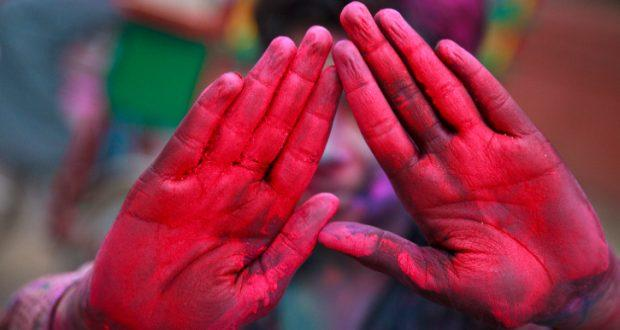 Say no to toxic colours: Go natural this Holi