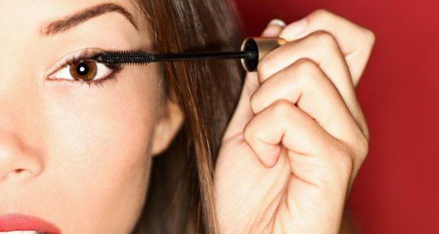How eyeliner, kajal and other eye make-up can harm you