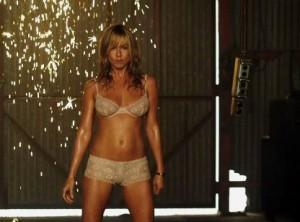 Jennifer Aniston cuts her hair short