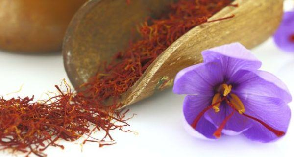 5 ways saffron or kesar can give you skin like a queen's