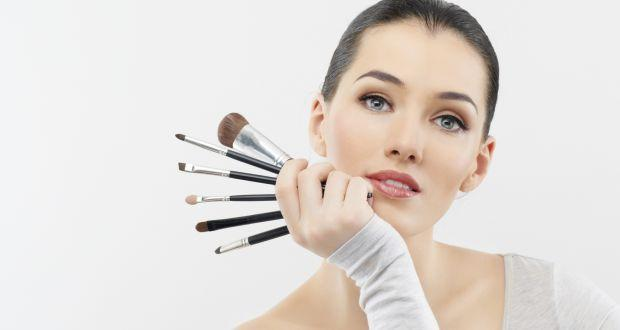 4 ways you can conceal facial flaws with make-up tricks