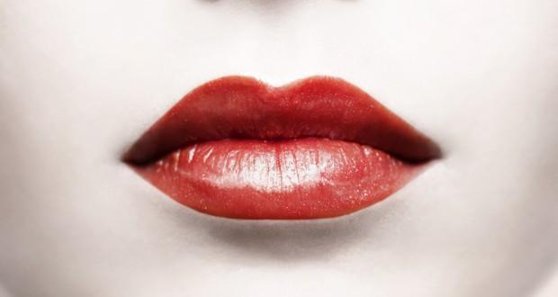 Two toned lipstick