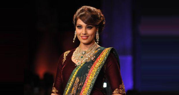 Bipasha Basu wants a classic Bengali look for her wedding