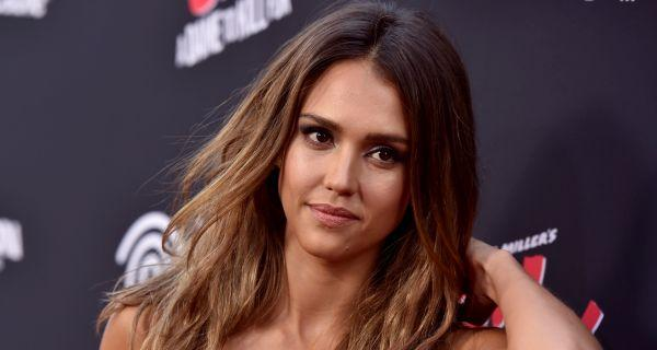 Watch Jessica Alba sweat it out in the gym