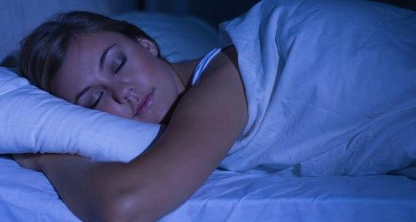 Switching off lights while sleeping aids in weight loss
