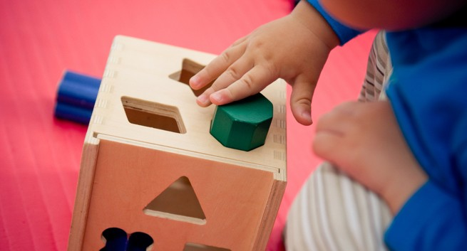 parenting-toddler-sorting shapes-THS