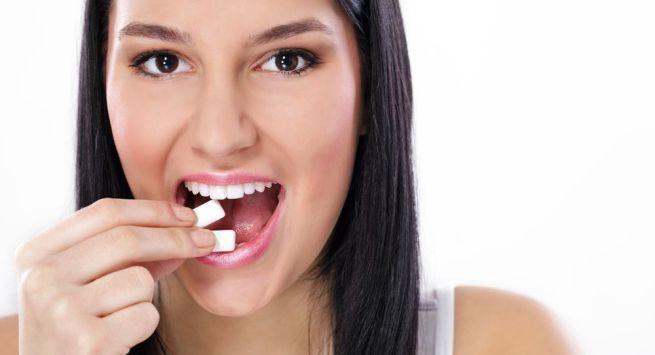 5 surprising health benefits of chewing gum