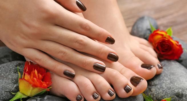 Tips to soften cracked heel during winter