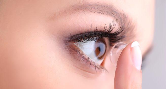 Contact lenses in hindi