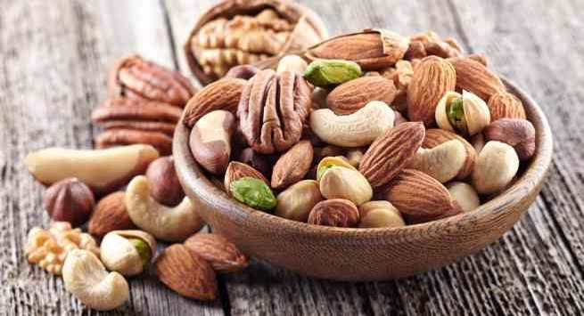 How many nuts you should be eating in 100 calories