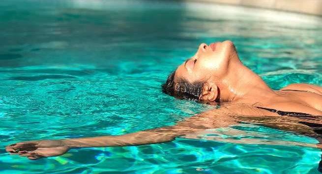 Priyanka-Chopra swimming Hindi