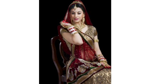 Indian women with Gold Jewellery Hindi