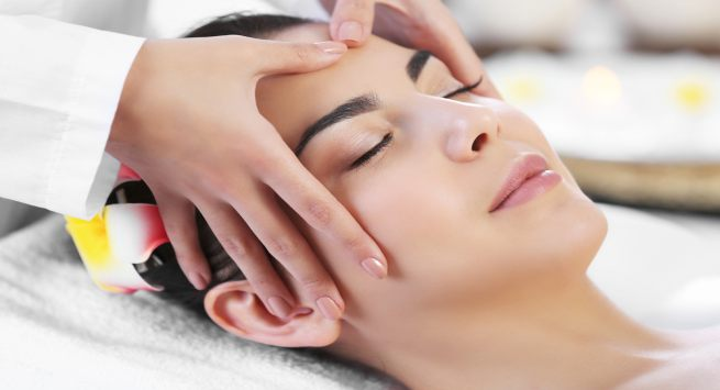 A Step By Step Guide To Do Facial Massage At Home Thehealthsite Com