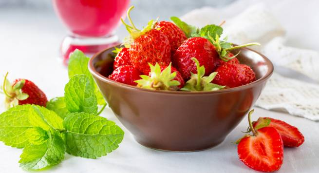Fresh strawberries Hindi