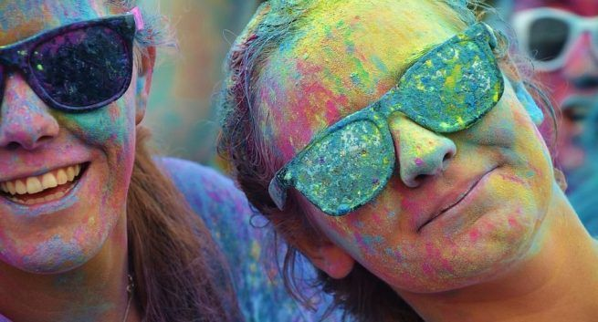 protect your skin with Holi colors