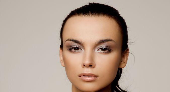 dark circles under the eyes Use sandalwood powder to get rid of dark circles with Glowing Skin