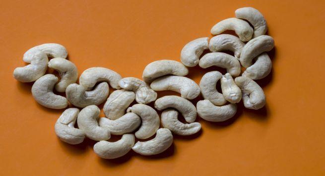 Cashew nut side effects in hindi